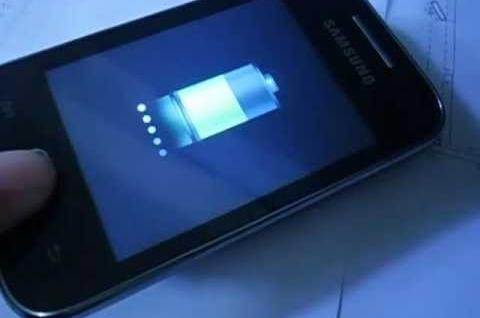 Posso deixar o celular carregando a noite? Veja 10 dicas sobre baterias